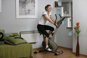 Велотренажер можно применять дома или в зале.