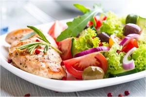 Ужин с рыбой также может быть диетическим и очень полезным.