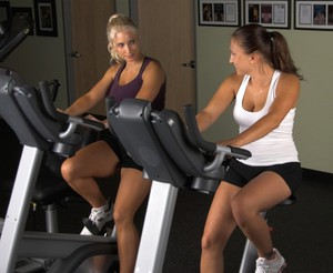 Як правильно займатися на велотренажері, щоб схуднути будинку: тренування для схуднення і стрункості живота » журнал здоров'я iHealth 2