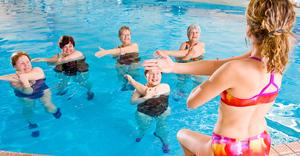 Аквааэробика для похудения: описание упражнений, видео и отзывы