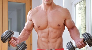 Упражнения с гантелями дома для мужчин