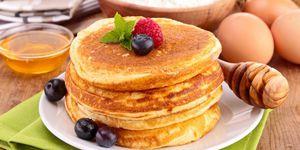 Блинчики и оладьи также можно испечь такие, в которых калорий будет очень мало.